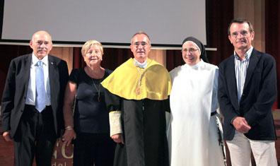 (De izq. a dcha.) Dr. Luis Giner, decano de Odontología de la UIC, Dra. Virginia Novel, Ustrell, Sor Lucía Caram y Dr. F. Javier Sitges.
