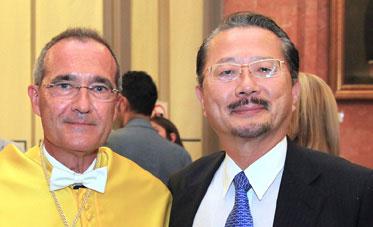 Ustrell y Naohito Watanabe, cónsul General del Japón.
