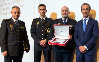 Premio a la Defensa de la Profesión Odontológica a la Unidad Central de Delincuencia Especializada y Violenta de la Comisaría General de la Policía Judicial.